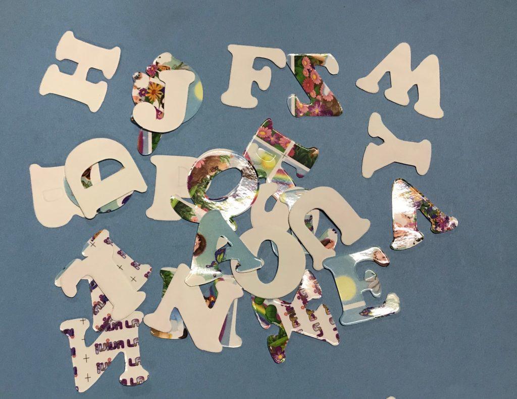 Estas son plantilla chica de 5cm x 4.5cm molde de letras educación niños ediciones abedul abecedario coqueta plantillas